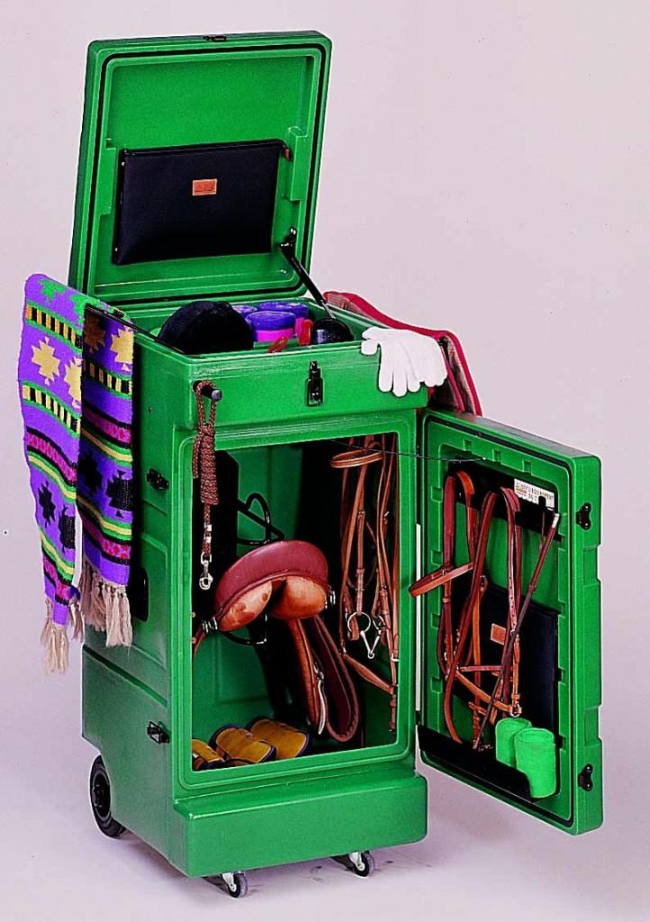 Sattelschränke aus Kunststoff - zwei Beispiele im Vergleich